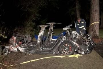 特斯拉又出事了无人驾驶状态下车辆撞树导致两人死亡